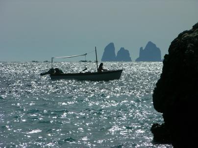 Faraglioni con barca